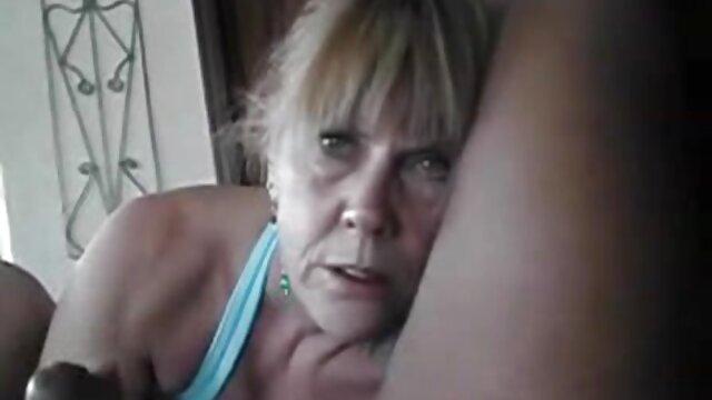 Se folla a una madre madura en el hotel después de la playa por xx porno latino BBZ